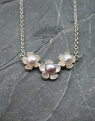 Daisy pendant with freshwater pearls