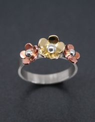 Three daisy ring