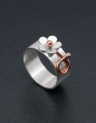 Wide single daisy ring in silver and copper.