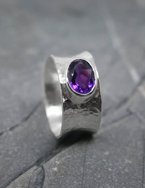 Silver ring with Amethyst gemstone