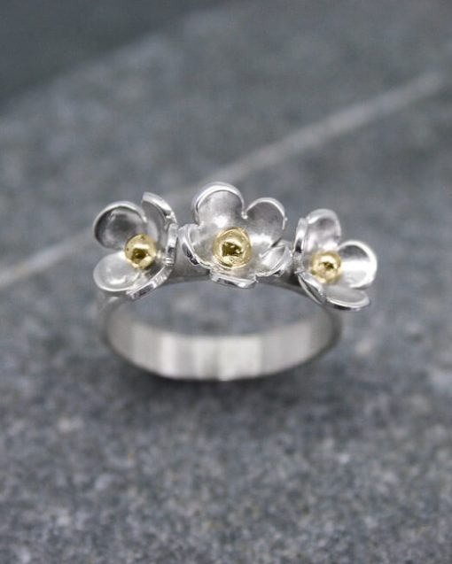 Three daisy ring