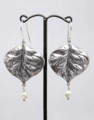 Leaf and freshwater pearl earrings
