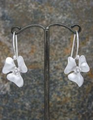 Elegant flower drop earrings