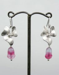 Flower earrings with frosted pink glass tulips