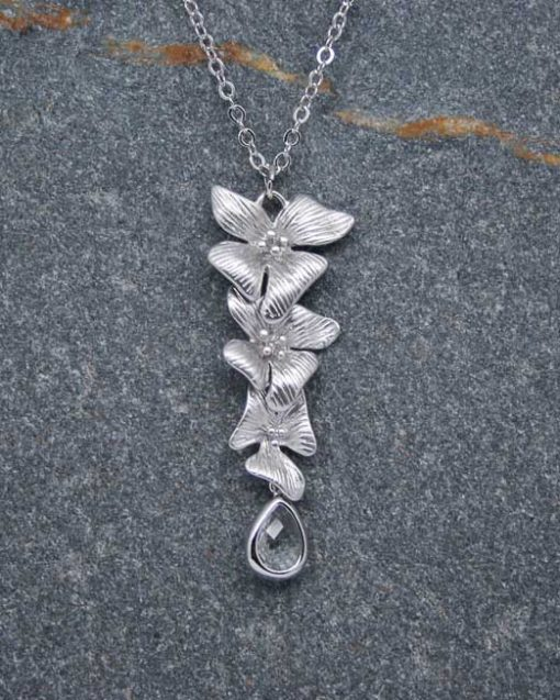Hibiscus flower and crystal necklace 2
