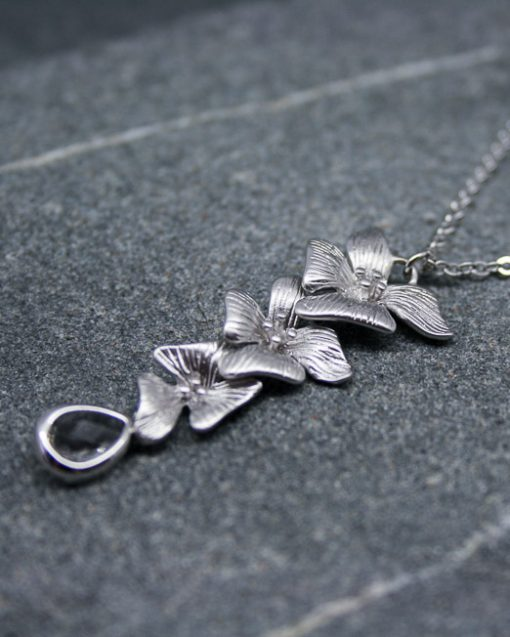 Hibiscus flower and crystal necklace 1