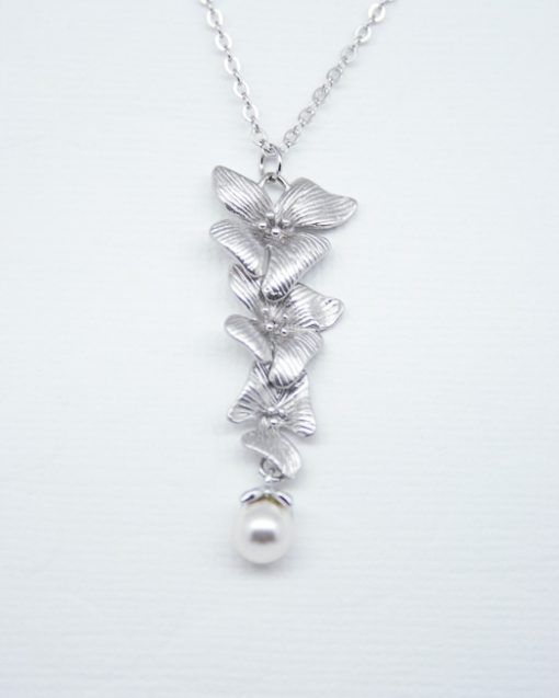 Hibiscus flower and pearl necklace 1