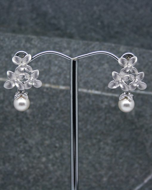 Floral earrings with pearl drop 1