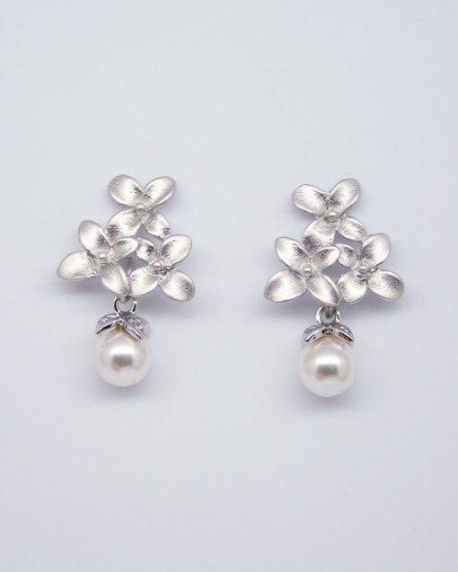 Flower & pearl drop earrings