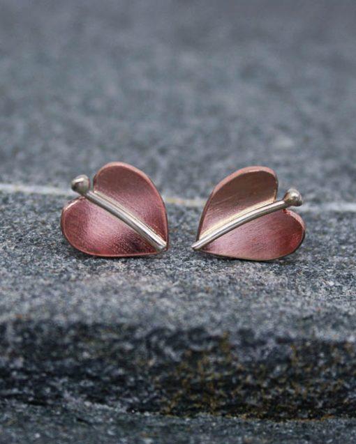 Small leaf stud earrings in copper or brass 1