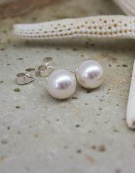 Pearl studs