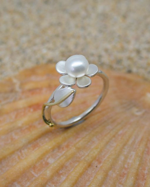 Silver and pearl flower ring with leaf and vine