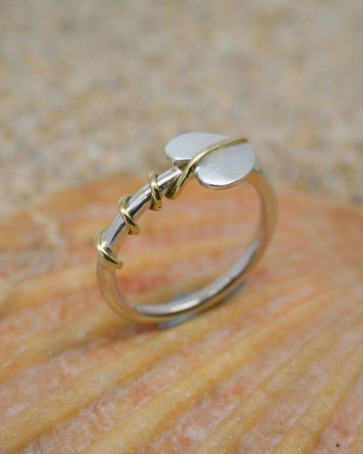 Sterling silver single leaf ring with brass tendrils 4