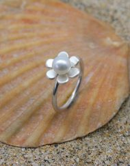 Handmade silver and pearl 6 petal flower ring