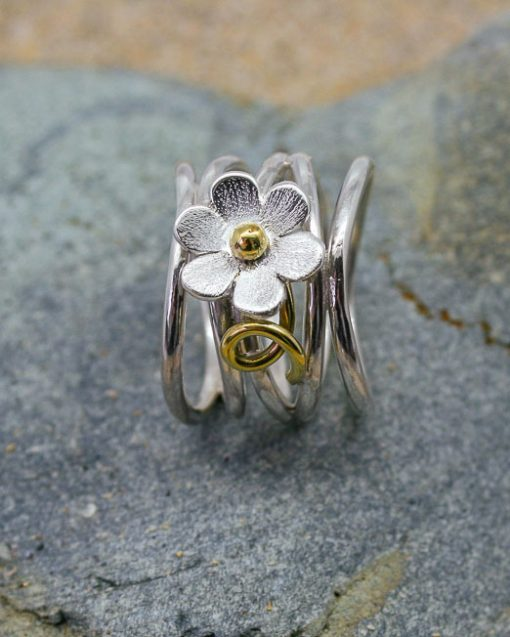 Wide silver daisy roller coaster ring
