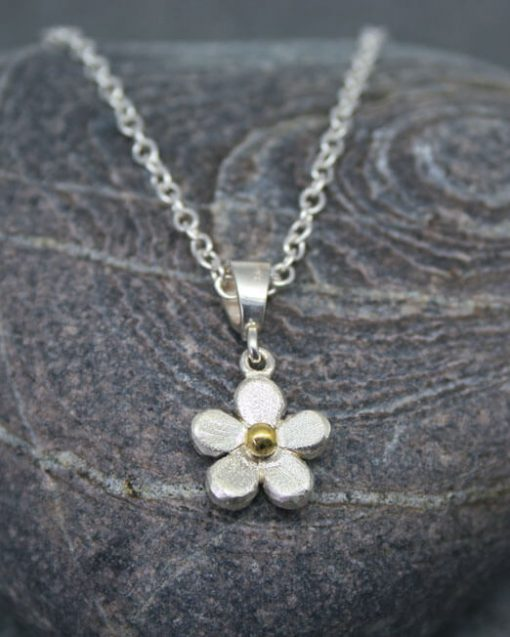 Silver mixed metal daisy necklace
