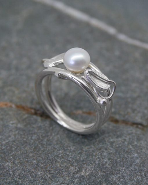 Double band silver and pearl ring with leaves and vines