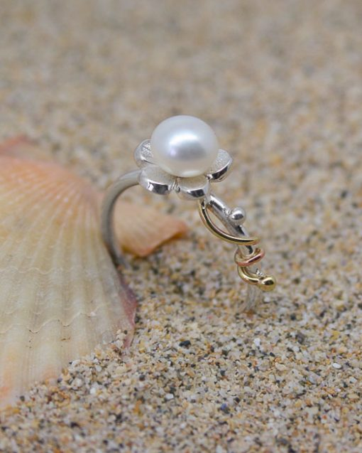 Sterling silver and pearl daisy ring with vine 2
