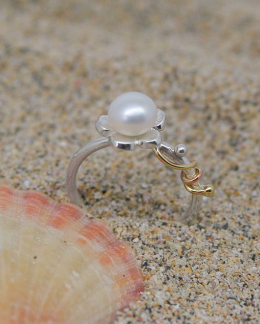 Sterling silver and pearl daisy ring with vine 4
