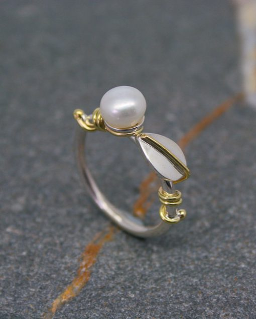 Sterling silver and pearl ring with leaves 1