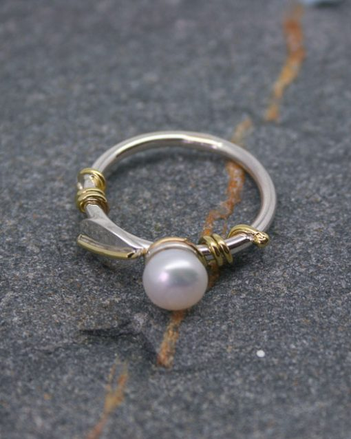 Sterling silver and pearl ring with leaves 2
