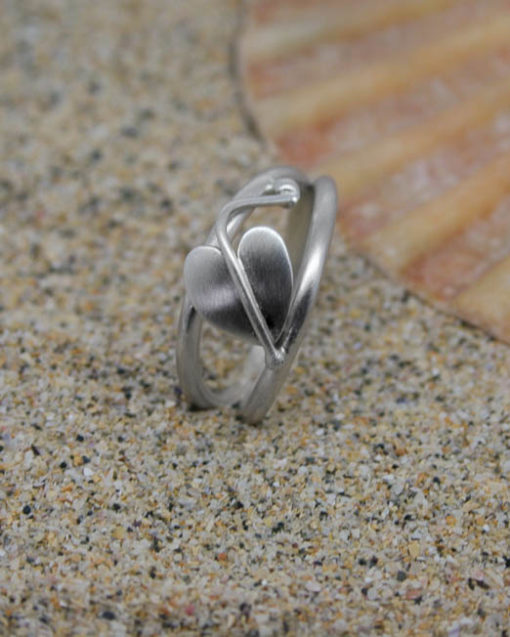 Sterling silver heart leaf ring on a double band 1